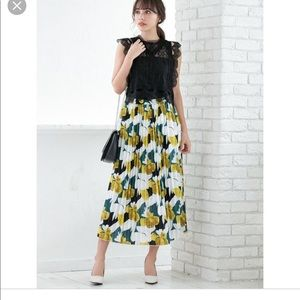 Fifth green floral maxi skirt M